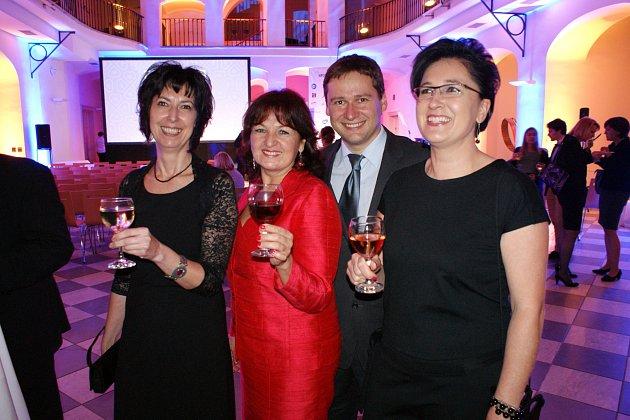 Osobnost ČG 2016 - Michaela Bílá Čížková (vpravo) - jednatelka HAPPY FOTO Česko