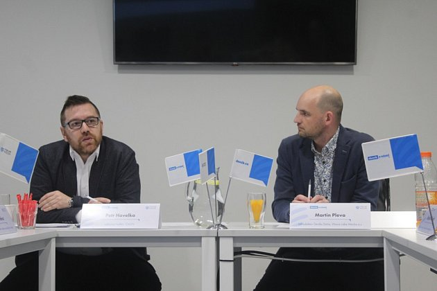 Chystaný návrh zákona o odpadech byl hlavním tématem besedy, kterou zorganizovalo vydavatelství VLM a.s. Zúčastnili se jí Petr Havelka, výkonný ředitel České asociace odpadového hospodářství. Diskusi moderoval šéfredaktor Deníku Extra M. Pleva.