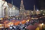 Francouzský, vídeňský, moravský a spoustu dalších druhů punčů provoní každoročně od konce listopadu předvánoční atmosféru před olomouckou radnicí.