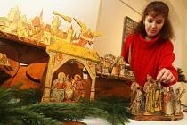 Starší i novější betlémy z různých materiálů vystavují ve Sklářském muzeu v Kamenickém Šenově. K vidění jsou tu i unikátní kousky, mezi něž rozhodně patří betlém Mikoláše Alše z roku 1902. Ten muzeu zapůjčila rodina Čechových z Kamenického Šenova.