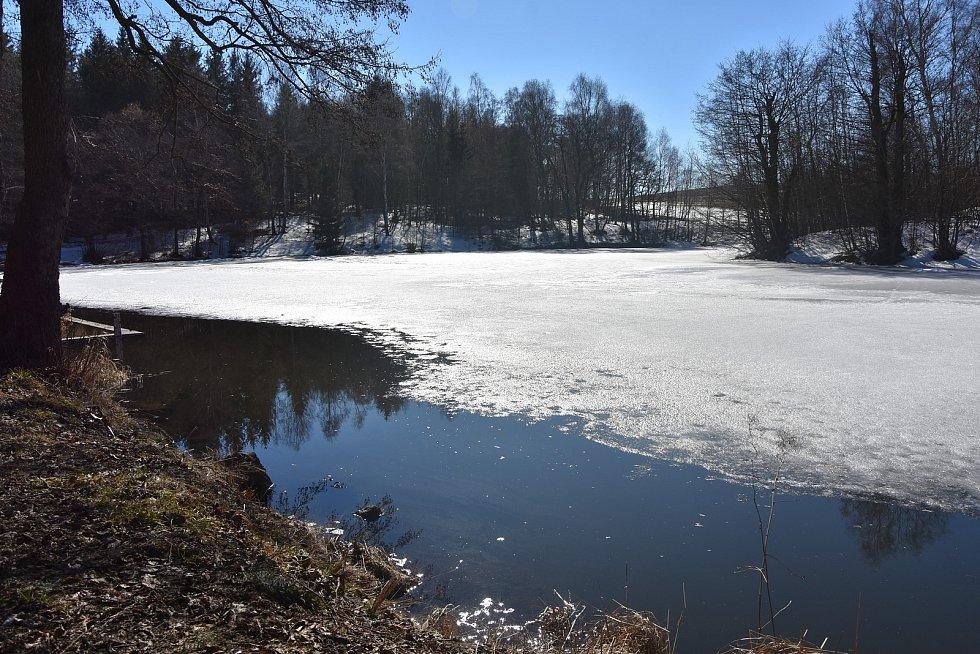 Rybník Tři kříže v Květnově.