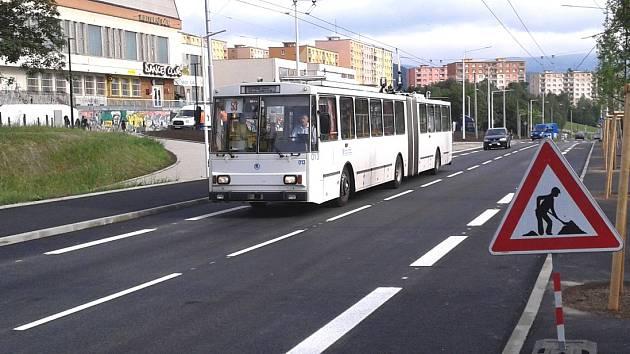 Zastávka MHD v Písečné ulici má novou podobu a posunula se ve směru ke Kamenné.