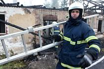 Požár na bývalé pile zaměstnal několik hasičských jednotek.