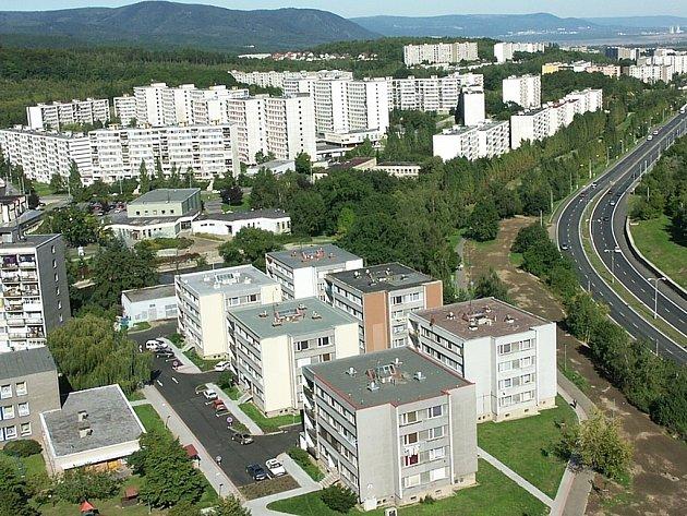 Pohled na síliště Březenecká a Kamenná z chomutovského experimentu.