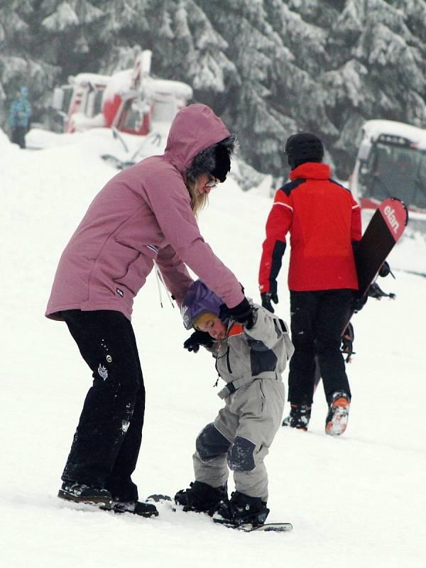 Ideální sněhové podmínky v sobotu 30. ledna opět vylákaly stovky lidí do Loučné pod Klínovcem v Krušných horách
