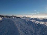 Zimní pohled od obce Měděnec do údolí Krušných hor v inverzi. (5.2.2019)