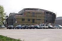 Stavba hotelu na Zadních Vinohradech je v plném proudu.