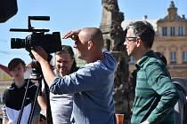 Režisér Roman Němec (vpravo) při práci