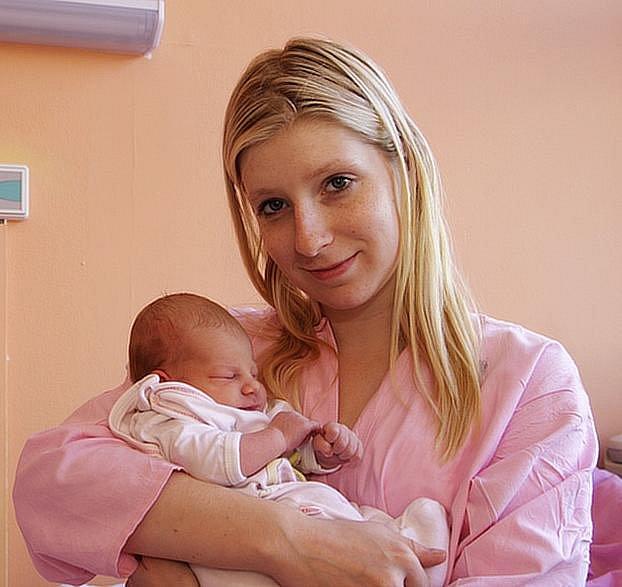 Veronika Zvěřinová se narodila mamince Cristině Temerové v kadaňské porodnici. Novopečená maminka z Mostu porodila svou dceru ve středu 14. září v 4:28hodin. Veronika měřila 49 cm a vážila 3,35 kg.