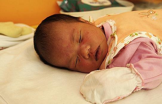 Holčička Duong Tuong Lam se ve středu 7. září ve 13:10 hodin narodila mamince Tran Thi Le Thu. Na svět přišla v chomutovské porodnici s mírami 51 cm a 3,35kg.