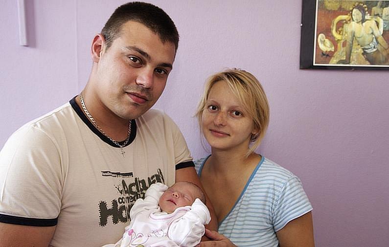 Šťastní rodiče Pavel Veselý a Jana Veselá z Kadaně s novorozenou dcerou Terezkou. Ta se narodila v kadaňské porodnici 13. září ve 12:50 hodin. Po porodu měřila 48 cm a vážila 2,81 kg.
