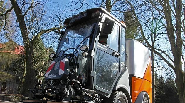Čisticí vůz Hako CM 600, který koupil zoopark.
