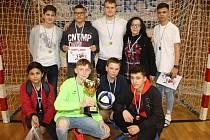 Na snímku je vítězný tým Žákovské ligy ZŠ Zahradní.