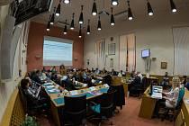 Poslední letošní zastupitelstvo Chomutova projednávalo jednu z poměrně zásadních otázek. Odpady, nakonec prošel návrh Mariána Bystroně na zrušení poplatku na likvidací odpadů a recyklaci na rok 2018.