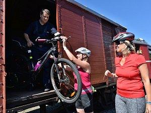 Aktivisté Loko-Motiv přivezli do Křimova a Vejprt cyklisty