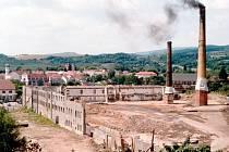 Stará porcelánka přežila vpád německých vojsk, dnes na jejím místě stojí obchodní domy.