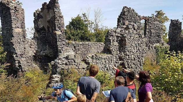 V neděli 12. července se chystají dvě netradiční komentované prohlídky hradu Šumburk.