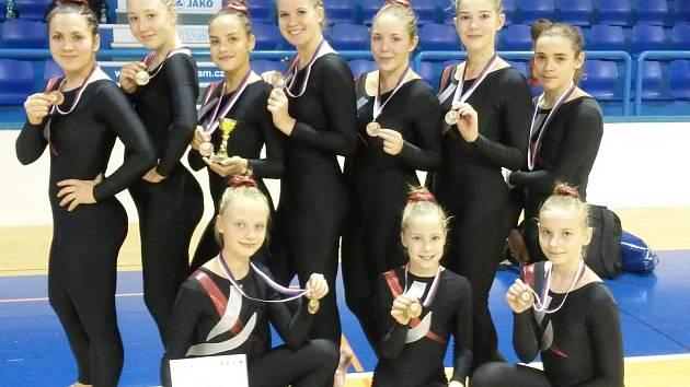 Tým Gymnastiky Kadaň přivezl pohár a bronzové medaile za třetí místo.