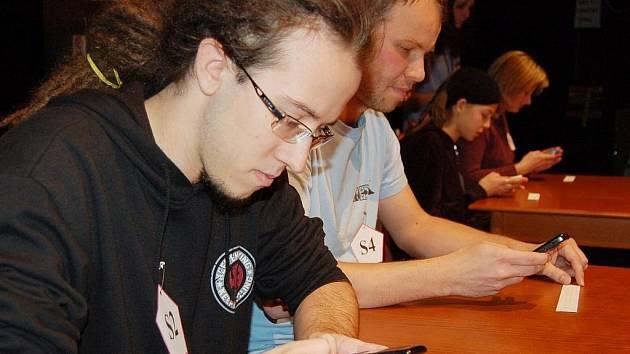 Na snímku finálová čtveřice – vpředu Jakub Průcha (3. místo), vedle něj vítěz Jan Losenický. Za nimi vzadu Adéla Šterbová a Věra Dlouhá.