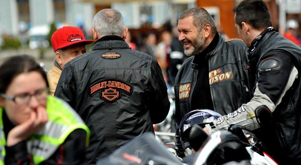 Zahájení motorkářské sezony si nenechal ujít ani Alexandr Novák, který byl před necelým rokem propuštěn z vězení.