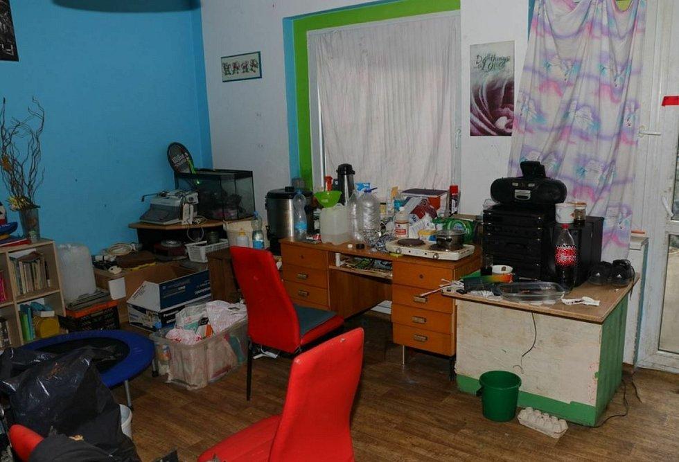 Kriminalisté dopadli v Chomutově dealery a výrobce pervitinu.