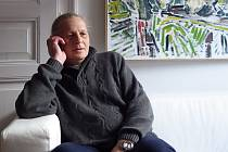 VLADIMÍR CONK prožil několik let v psychiatrické léčebně. Dnes působí jako peer konzultant, což je člověk s vlastní zkušeností s duševním onemocněním a současně odbornými znalostmi. Pomáhá v nově vzniklém Centru duševního zdraví v Chomutově, kam dojíždí z