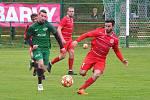 Fotbalisté Perštejna (v zeleném) hrají o víkendu v Horním Jiřetíně.