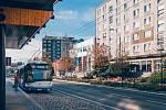 Přestupní stanice na Palackého ulici v centru Chomutova.