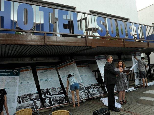 OTEVŘENO. Hotel Sudety je přístupný nejen novým hostům, ale i myšlenkám na oproštění se od starých křivd.