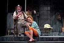 V pátek bude v Městském divadle v Chomutově uveden komedie Na zlatém jezeře.
