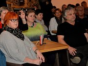 Ivan Hlas zavítal do chomutovské kavárny s pražírnou.