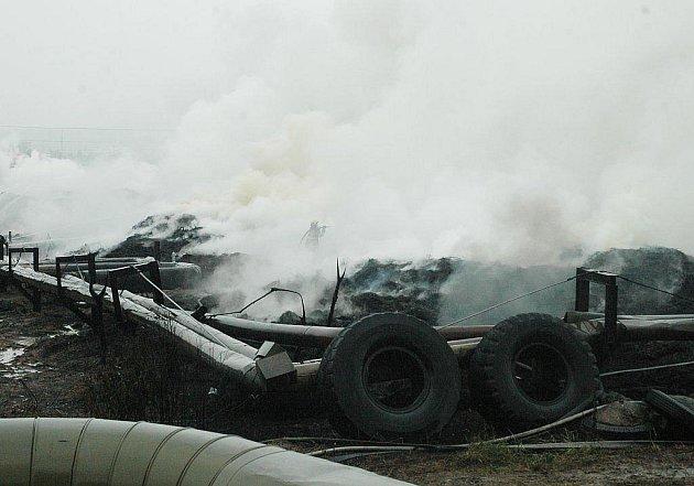 Spáleniště vypadalo v pátek dopoledne jako místo výbuchu v nějaké katastrofickém filmu.