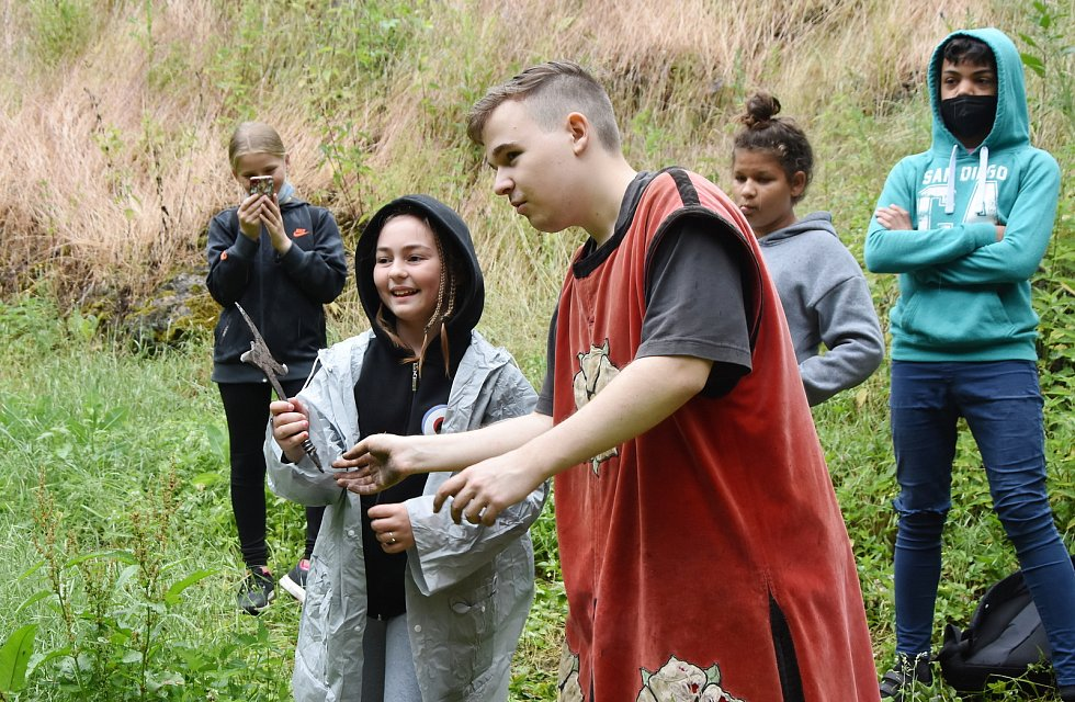 Školáci z Chomutovska zažili středověké dobrodružství na hradě Hasištejn.