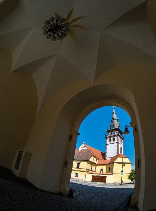 Chomutovské náměstí 1. máje s městskou věží
