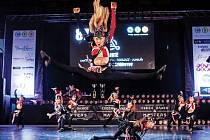 Na snímku jsou junioři Beethoven DC při svém finálovém vystoupení v Městské sportovní hale v Chomutově. V Disco Dance formace Salute zvítězila s choreografií kterou připravila Lída Fišrová.