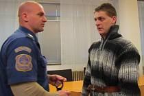 ZPROŠTĚNÍ OBŽALOBY žádal v závěrečné řeči obhájce Romana Trska, obžalovaný sám mlčel.