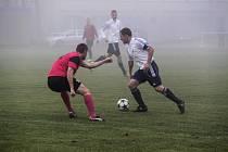 AFK LoKo Chomutov - FK Litoměřice 1:4, v bílém domácí kapitán Pavel Heier.