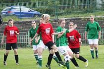 Ženy Ervěnic (v červeném) skončily v třetí lize na pátém místě.