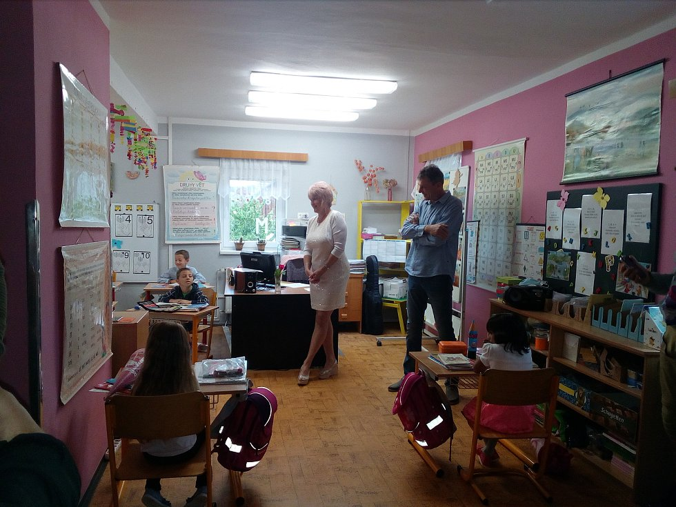 Školní rok ve Vysoké Peci, kde místní škola funguje jako jednotřídka pro prvňáky i druháky, zahájil učitelský sbor i starosta obce Milan Čapek.