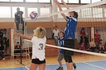 Volejbalový Pohár ŠSK 12. základní školy Chomutov vyhrálo domácí družstvo.