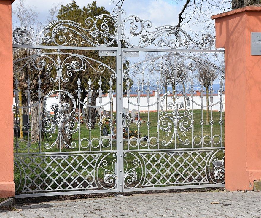 Hřbitov v Hrušovanech.