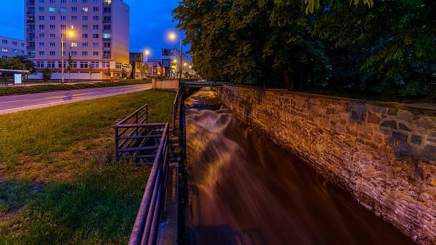 Chomutovka, říčka protékající Chomutovem je většinou mírným tokem, poslední dobou i s minimem protékající vody. Ale jinak je tomu v době jarního tání nebo vydatných dešťů posledních dnů.