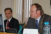Primátor Jan Mareš (vpravo) s jedním ze svých náměstků Janem Řehákem.