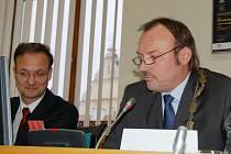 Primátor Jan Mareš (vpravo) s náměstkem Janem Řehákem.