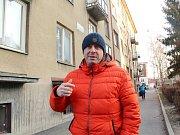 Dům v ulici Fr. Schmieda v jirkovských Ervěnicích přijde o pitnou vodu. Vyschl mu účet. Podle předsedy společenství Miroslava Rozsypala je to kvůli dlužícím spekulantům.