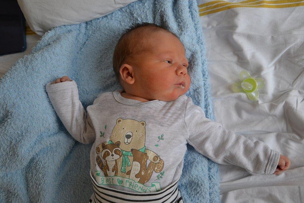 Adam Vulgan se narodil 16.11. ve 22:57. Měril 56 cm a vážil 4350 g a rodiče Andrea Vulgan Čapková a Dušan Vulgan z něj mají velkou radost.