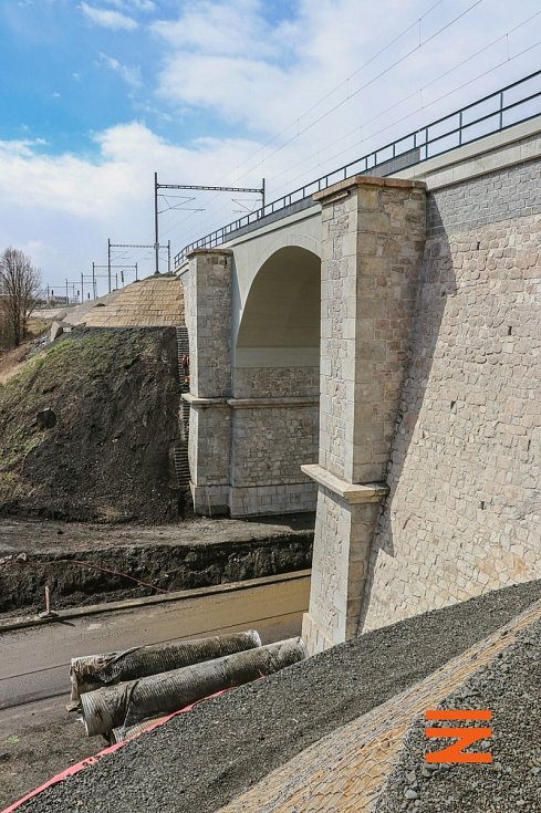 Oprava trati mezi Chomutovem a Karlovými Vary skončila.