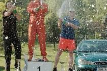 ŠAMPAŇSKÝM stříkali vítězové Triola cupu již třikrát. Čtvrtý díl tohoto seriálu závodů do vrchu se pojede v Jiřetíně.