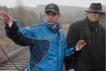 Režisér Filip Renč při jednom z natáčecích snímků s hlavním představitelem Karlem Rodenem.