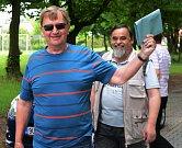 """Eurovolby na Chomutovsku. """"Volím komunisty, protože byli nejlepší. Nekradli, všude byl pořádek a všichni museli pracovat,"""" myslí si Zdeněk Dvořák z Chomutova, který přišel do volební místnosti na chomutovském gymnáziu."""